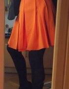 Pomarańczowa rozkloszowana...