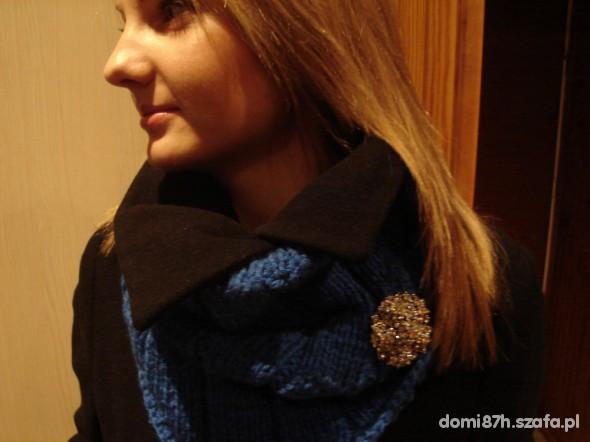 Eleganckie kobaltowy komin cekinowy beret
