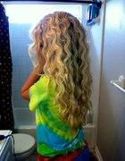włosy zrobione falownicą