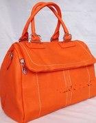 pomarańczowy kuferek