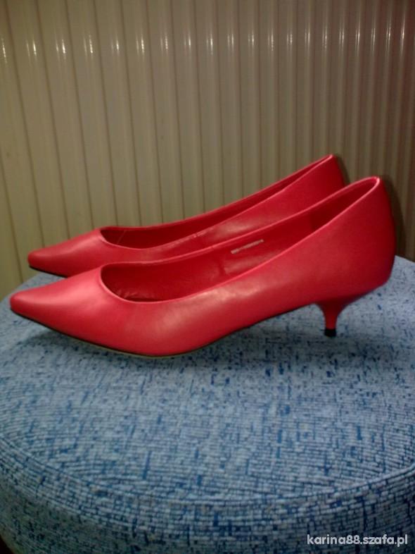 549099d6 Koralowe buty w Szpilki - Szafa.pl