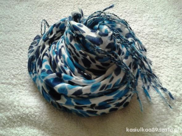 Chusty i apaszki Sliczny bialo niebieski szal