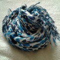 Sliczny bialo niebieski szal