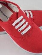 Czerwone tenisówki