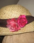 Kapelusz z różą
