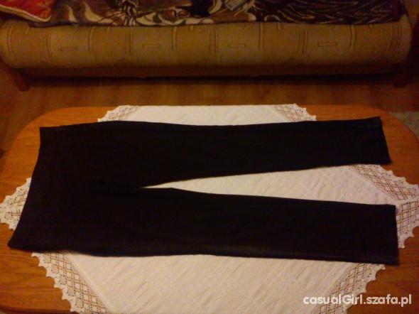Czarne klasyczne rurki