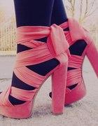 Koralowe sandały