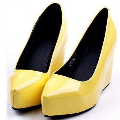 Mega żółte lakierowane koturny...