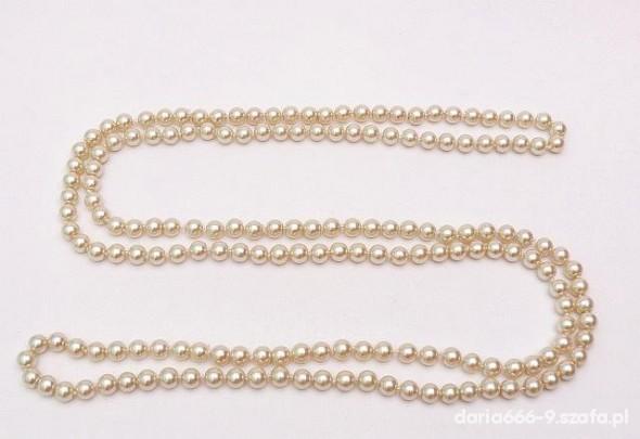 długi łańcuch pereł