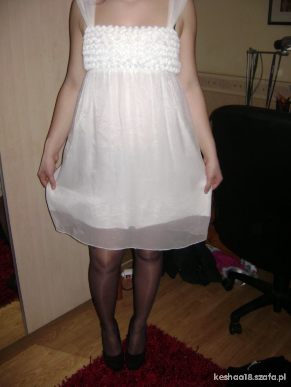 Eleganckie Piękna biała sukienka