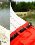 ażurowa bluzeczka i czerwone spodenki