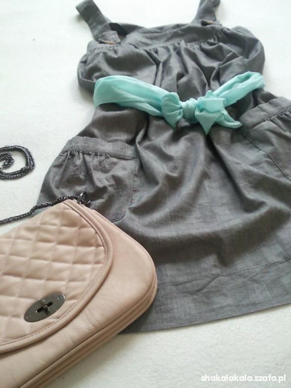 Romantyczne szara sukienka odsłona romantyczna