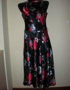 Satynowa zwiewna sukienka