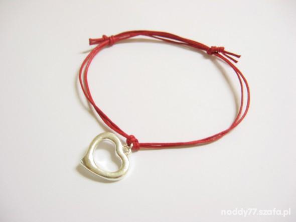 Bransoletki Bransoletka sznurkowa czerwona z sercem charms