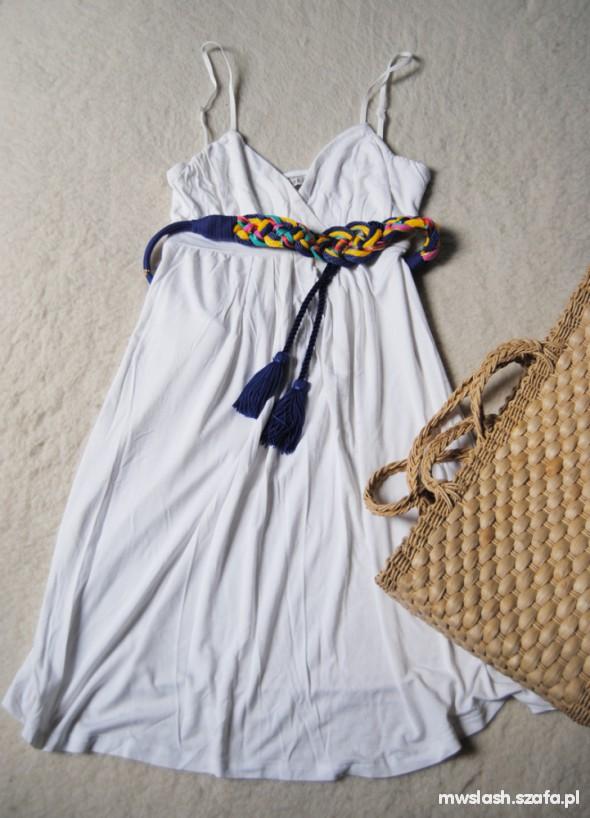 Suknie i sukienki biała sukienka M bershka
