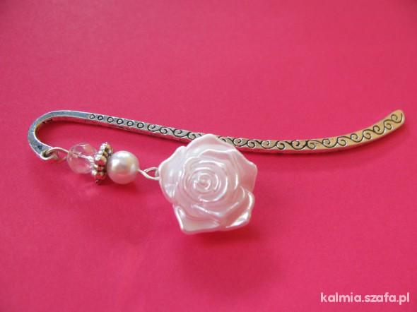 Pozostałe zakładka do książki piękna biała róża