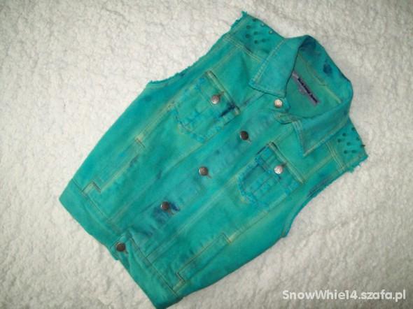 jeansowa kamizelka farbowana kolce ćwieki DIY