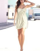koronkowa sukienka srebrne buciki