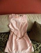 Pudrowa sukieneczka...