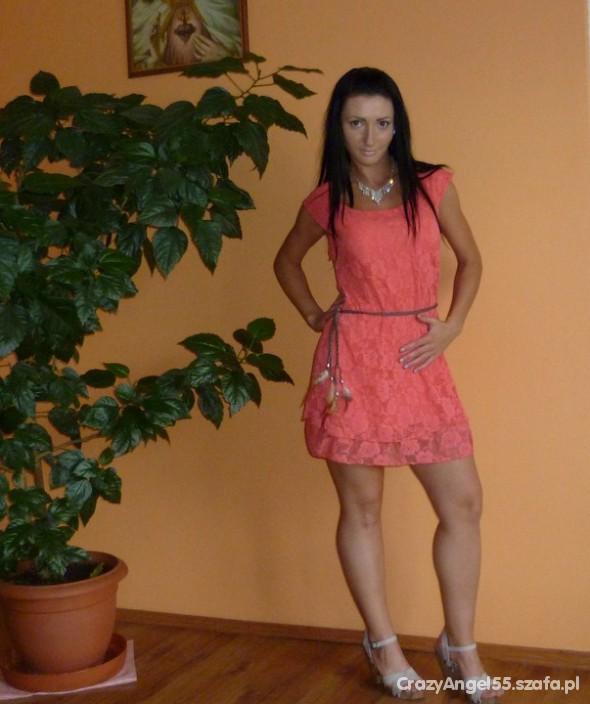 Mój styl koralowa koronkowa sukienka