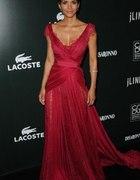 Czerwona sukienka z trenem...