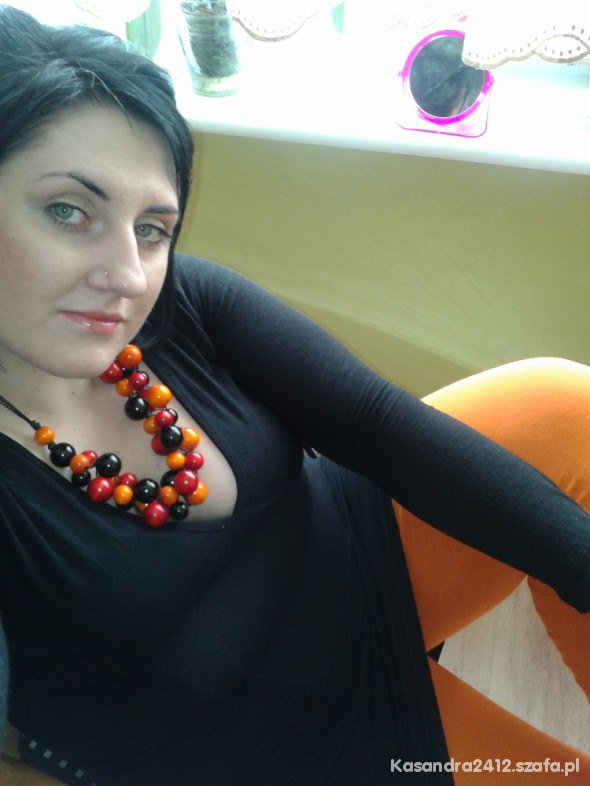 Mój styl pomarańcz czarny i korale