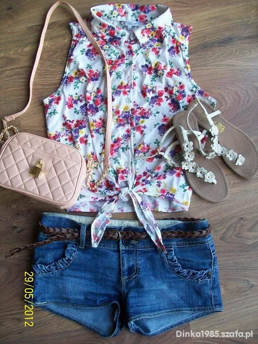 Jeansowe szorty i koszula floral pin up