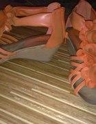 Śliczne pomarańczowe sandałki na koturnie