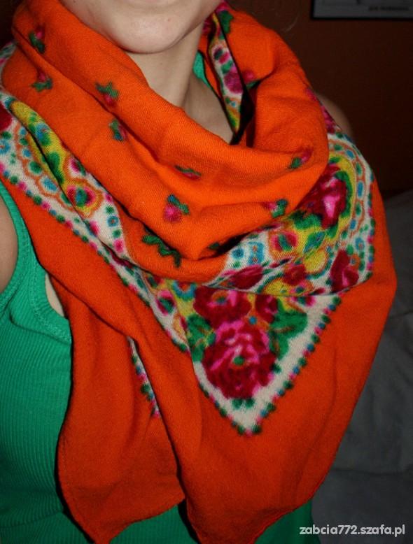 Chusty i apaszki Chusta pomarańczowa w kwiaty