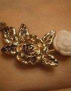 Naszyjnik złoty z różą biala