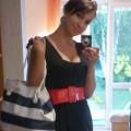 Granatowa sukienka w marynarskim stylu