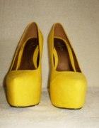 Żółte platformy 355 na 36