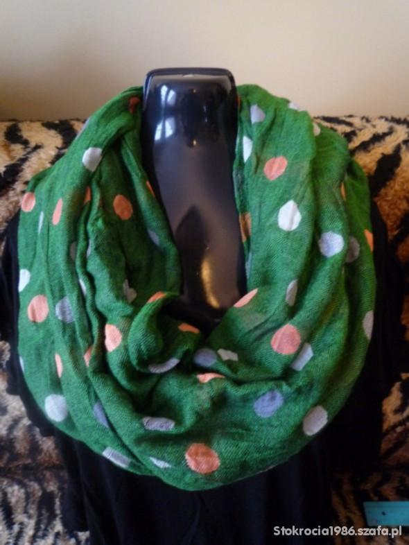 Chusty i apaszki Zielona chusta w groszki