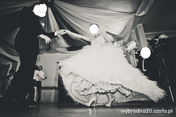 Na specjalne okazje Suknia ślubna Lisa Ferrera Kryształki