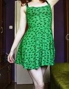 zielona w kotki...
