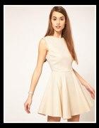 rozkloszowana biała romantyczna sukienka