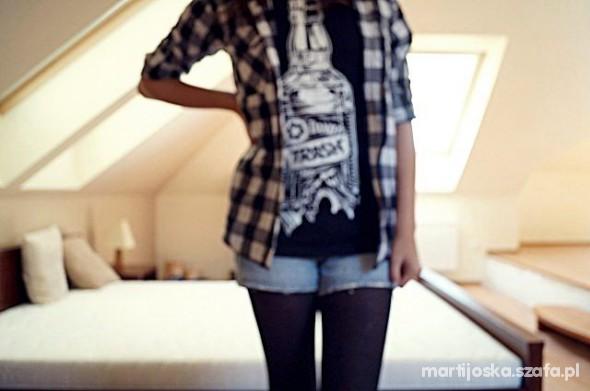 Mój styl koszula w kratę alko koszulka i spodenki jeansowe