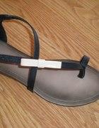 czarne sandałki z kokardką