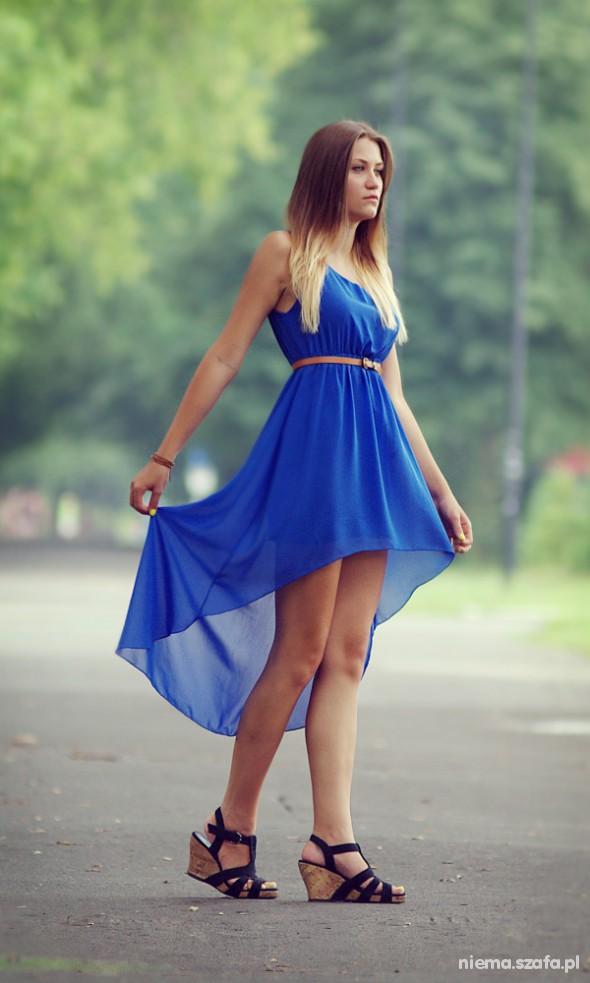 Na specjalne okazje Kobaltowa asymetryczna sukienka
