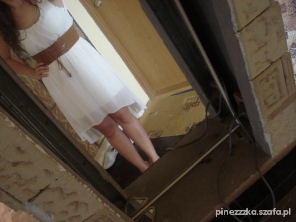 Suknie i sukienki ASYMETRYCZNA