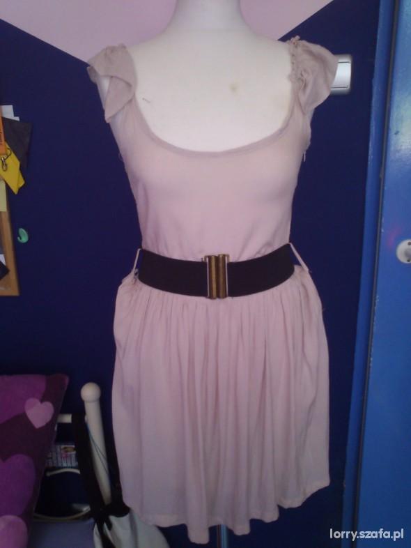 Beżowa sukienka idealna na lato
