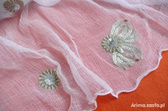 Chusty i apaszki Pareo mgiełka z haftem