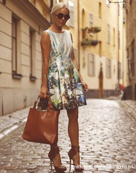 Eleganckie sukienka oraz ładne modne dodatki