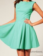 Sliczna sukienka w kolorze morskim