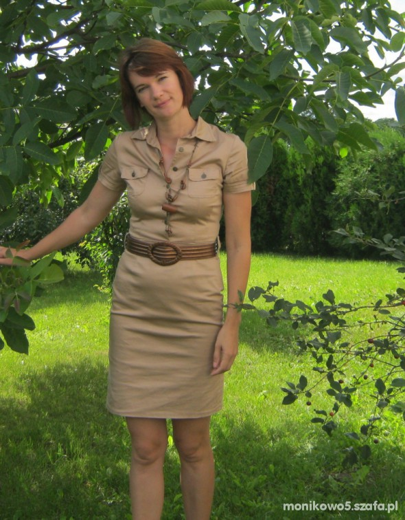 Sukienka w stylu safari