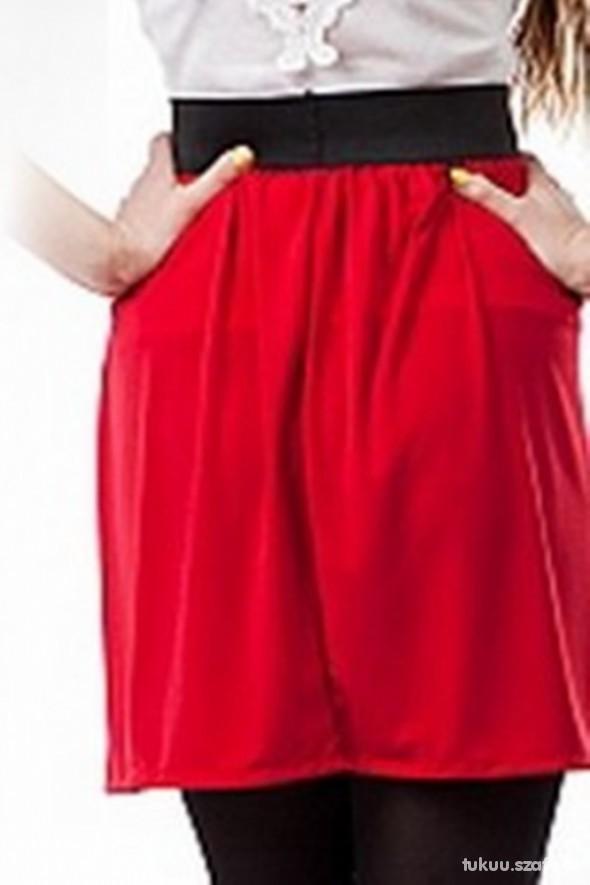 rozkloszowana spódnica na gumie