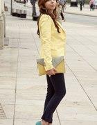 Spodnie cygaretki i żółta marynarka