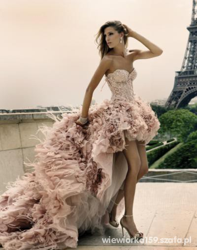 Wieczorowe Piękna suknia