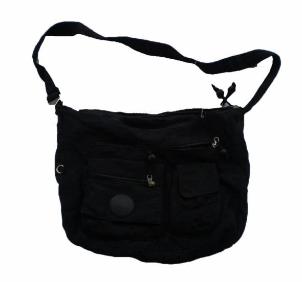 Czarna torebka na ramię mieszcząca A4