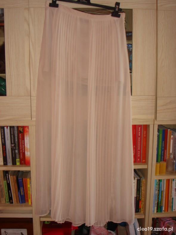 długa tiulowa spódnica